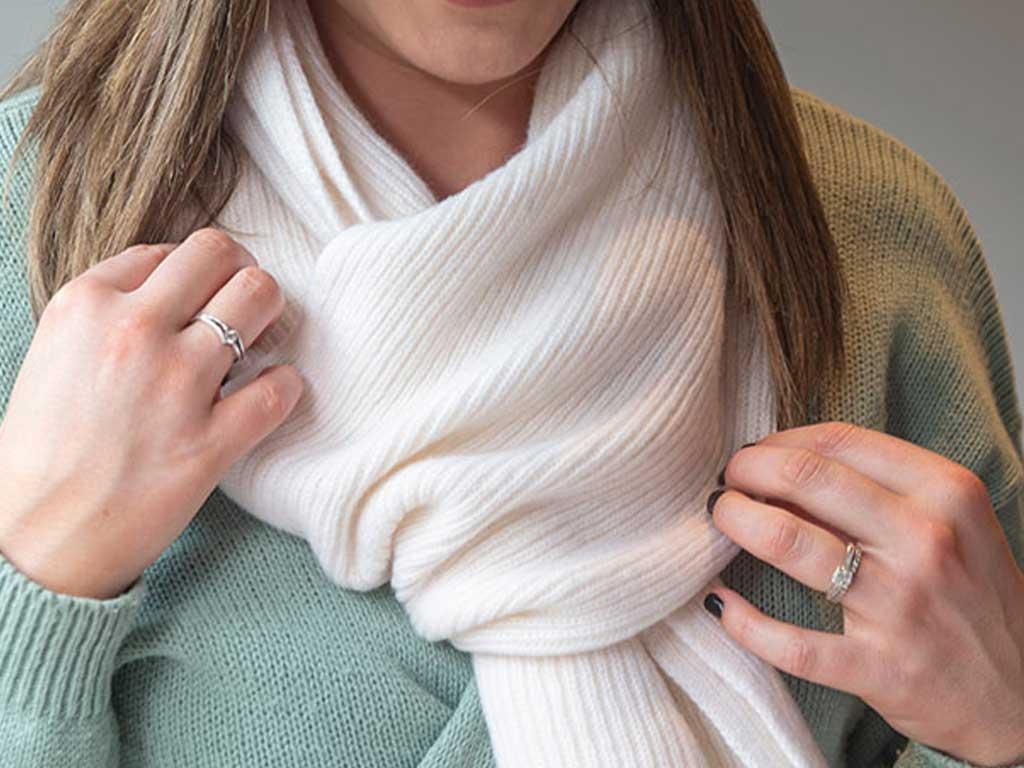 Cashmere single rib scarf in white