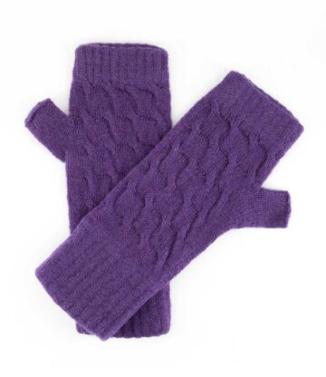 552pu lambswool cable fingerless mitts